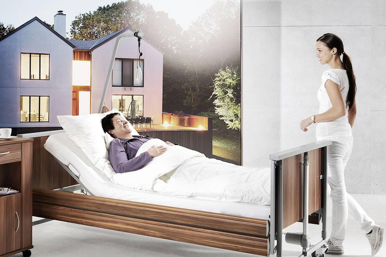 fotograf model w łóżku rehabilitacyjnym